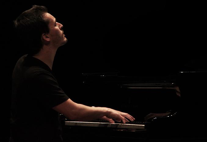 Official website of musician Ricardo Pinto Music